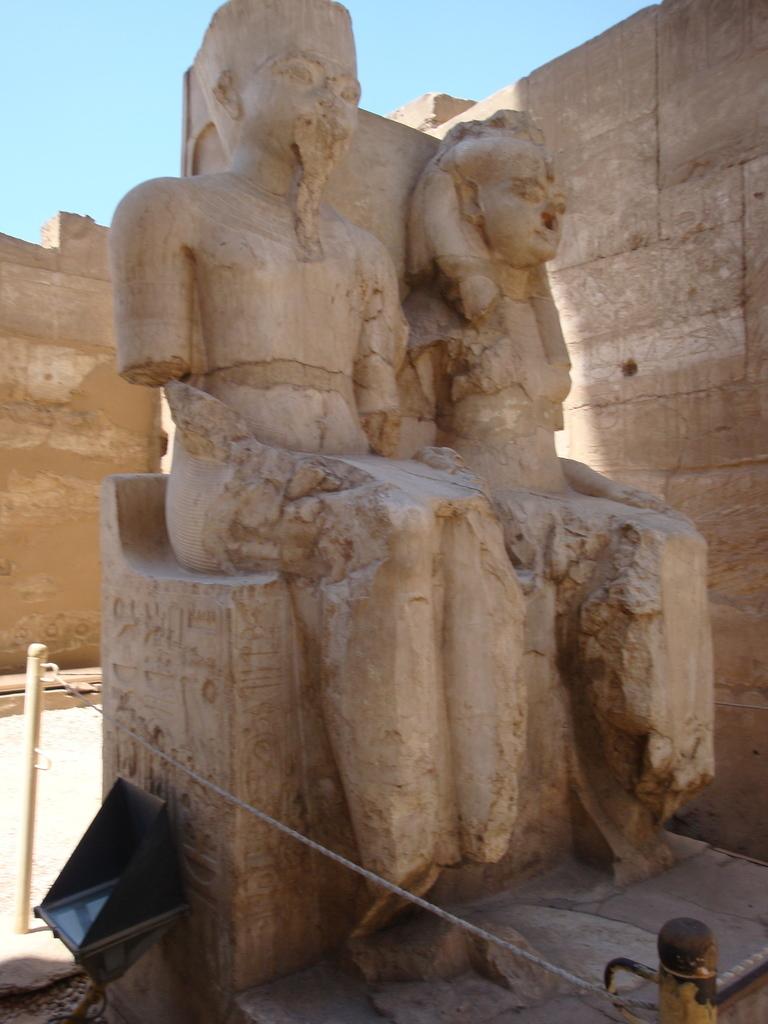 papyrus_04_Tutankhamun_and_Ankhesename.jpg