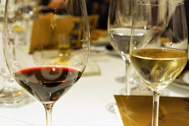 洋食のテーブルマナー(ワインの飲み方マナー)
