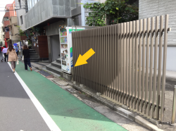 赤坂 自動販売機脇 陸軍境界石1