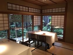 赤坂金龍 テーブル席1