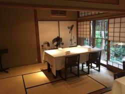 赤坂金龍 テーブル席3