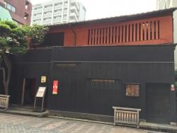 赤坂金龍 黒塀