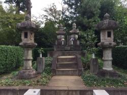 洗足池散策 勝海舟夫妻の墓1