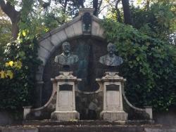 東大 ベルツとスクリバの胸像1