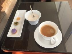 丸ビルレストラン サンス・エ・サブール コーヒーとお菓子