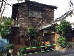 麻布台 狸穴坂 木造の家
