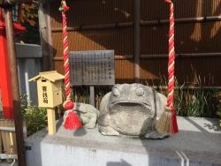 麻布十番 十番稲荷神社 ガマ像