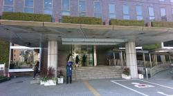平成通りを歩く 中央区役所