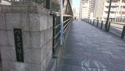 平成通りを歩く 築地橋