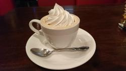 神田神保町 老舗喫茶店 ラドリオ ウィンナーコーヒー 取っ手が左