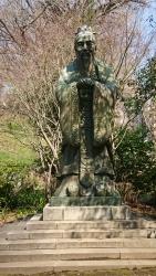 神田神保町チャイナタウン 湯島聖堂 孔子像