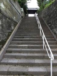 妙香寺 急峻な階段 横浜山手記事