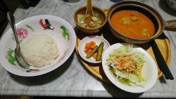 シンガポール海南鶏飯(ハイナンチーファン) チキンカレーセット