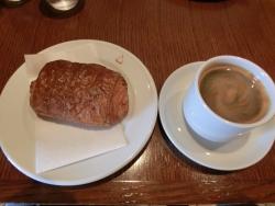 オーボンヴュータン コーヒーとパン・オ・ショコラ
