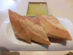 フランスパンとオリーブ デュパルク