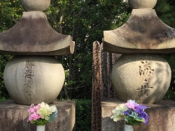 勝海舟夫妻の墓所 本牧亭