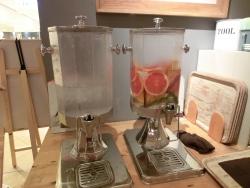 果物が入った水 ビオコンセプト