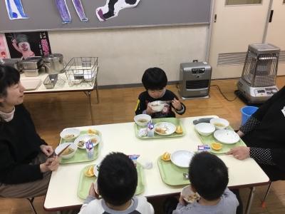 食べる(幼稚園)