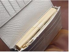 「白蛇200万円入る財布」使用例