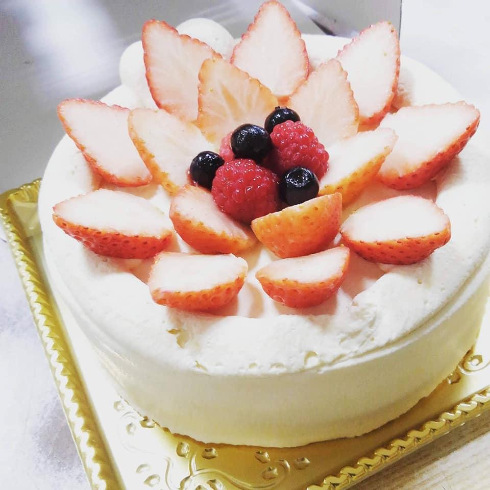 オーガニックベーカリーひまわりさんのお祝いケーキ