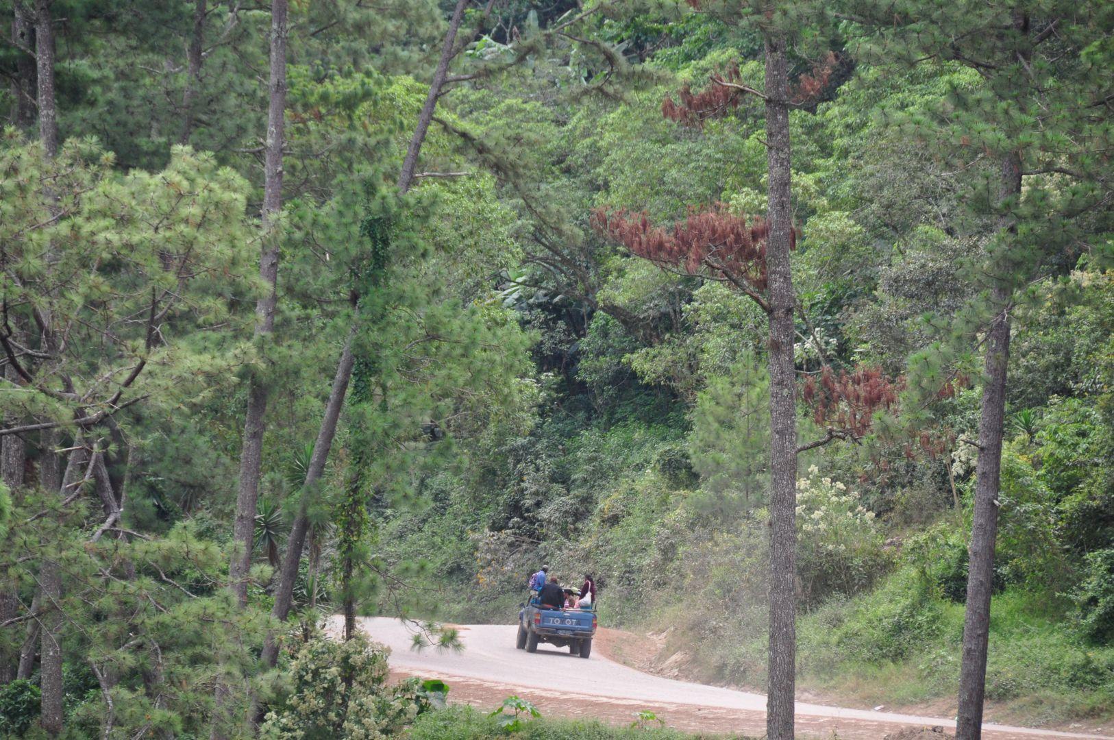 camino a la frontera por El Salvador