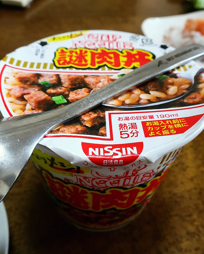 2019_06_08 MEGAドンキホーテ:日清カップヌードル 謎肉丼01