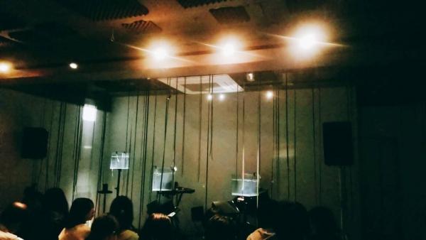 水とテープの音楽の舞台
