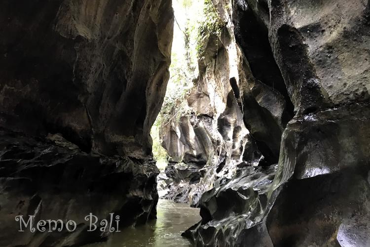 バリ島 観光地「Hidden Canyon Beji Guwang」 MemoBali