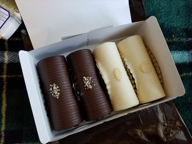 20181229_125348_R 未掲載 白いアンヂェラスはバタークリームをベースにホワイトチョコでコーティング