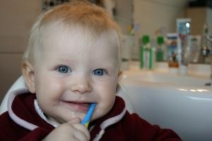 brushing-teeth-787630_640.jpg