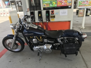 ぴーきち&ダイナ ハーレーで行くメタセコイア並木 ガソリンスタンド