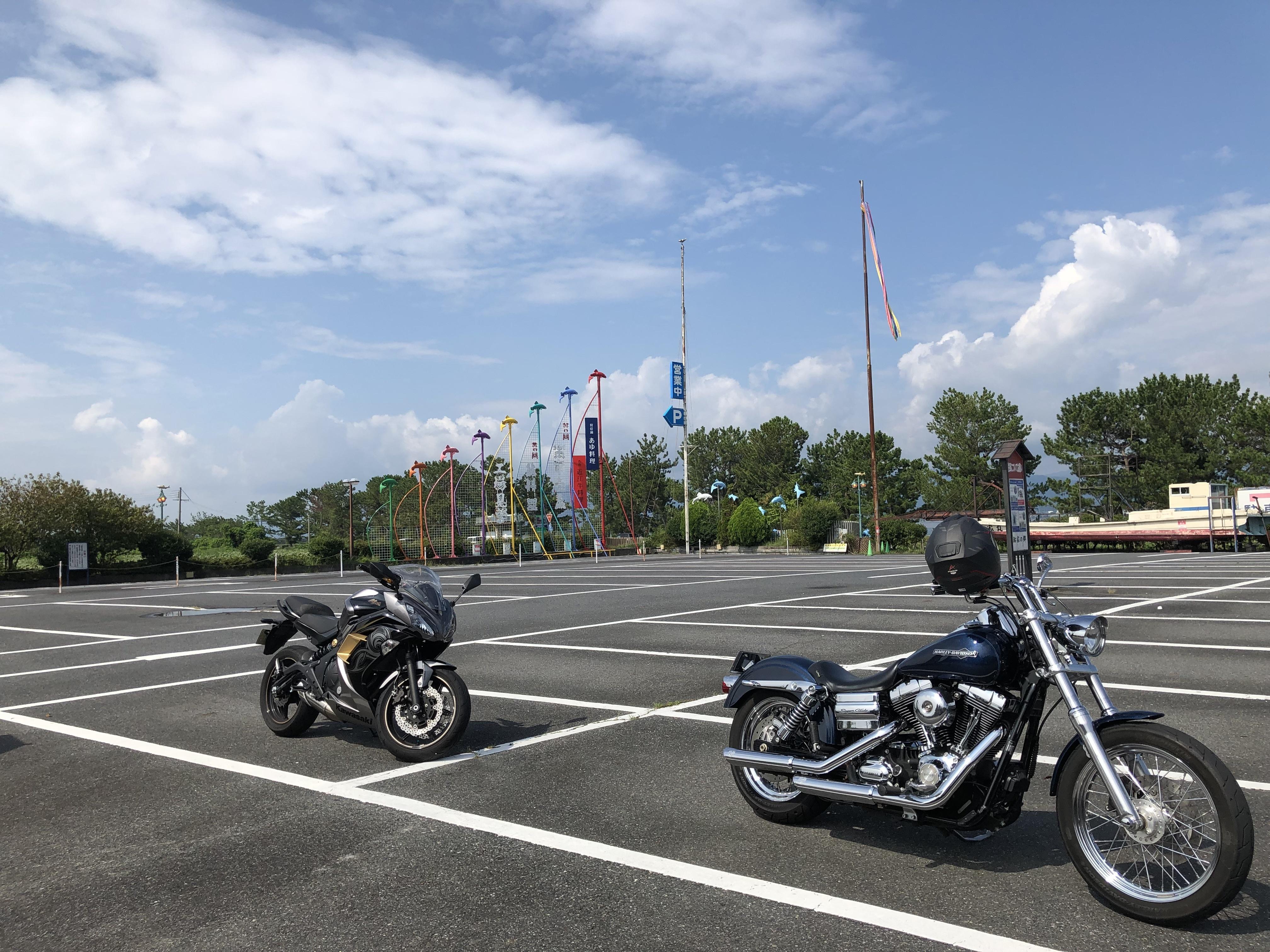 ハーレーとカワサキで行く近江八幡ツーリング 鮎家の郷 駐車場