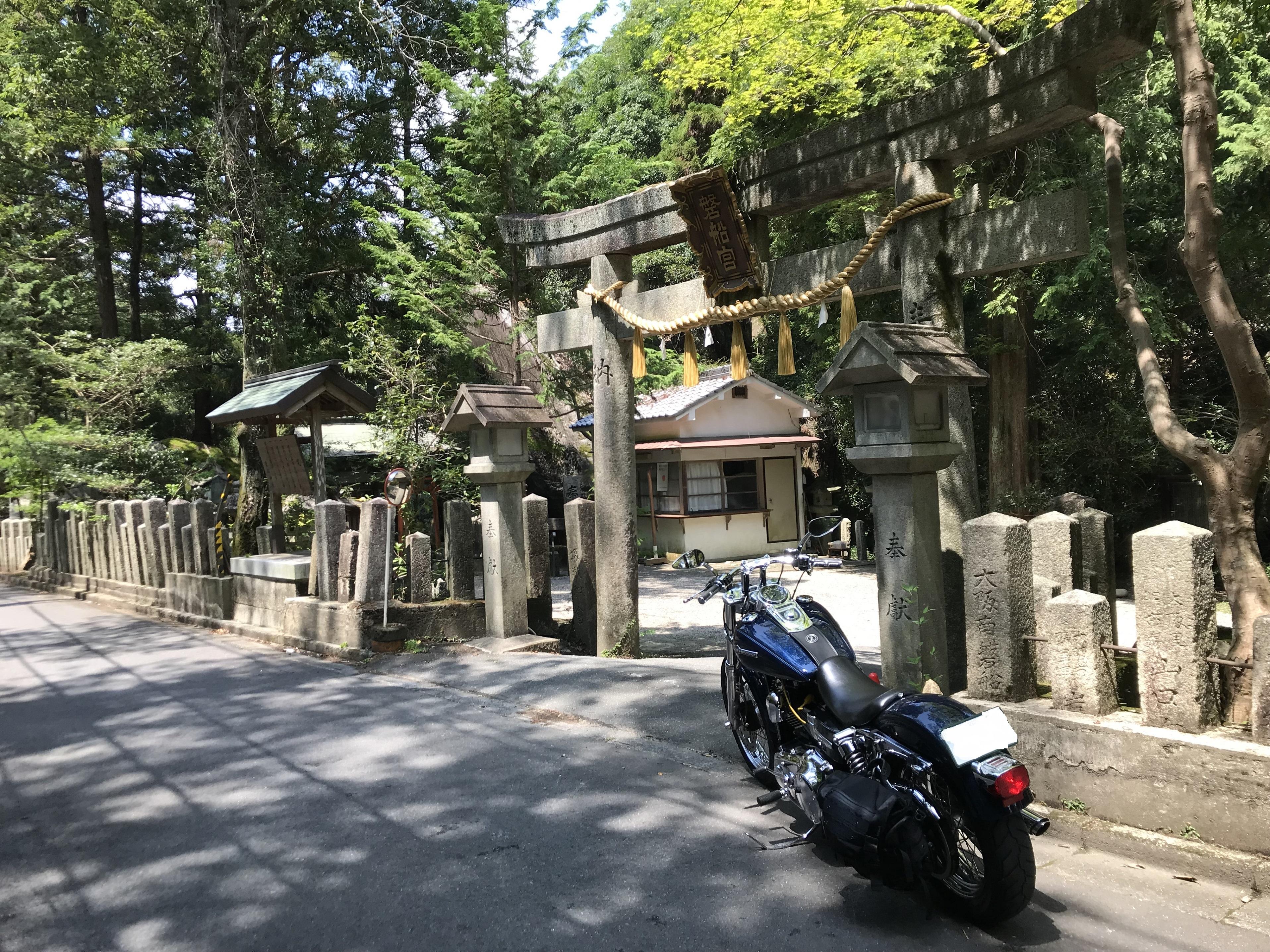 ハーレー 磐船街道 名物カレーを食べる 磐船神社