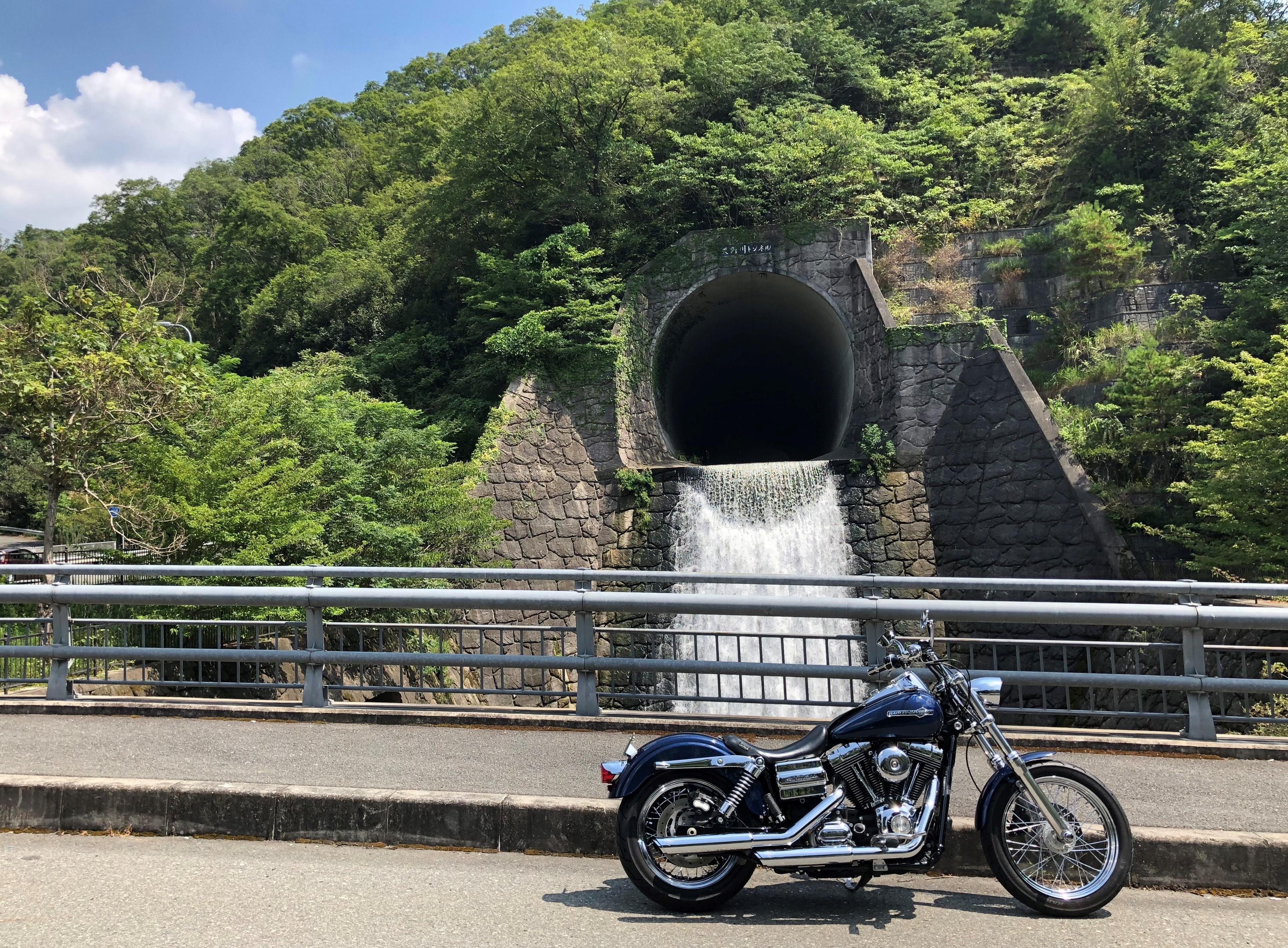 ハーレー 磐船街道 名物カレーを食べる 天の川トンネル2