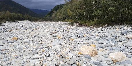 完全に涸れ川