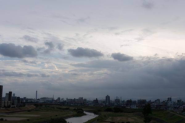 矢田川と空