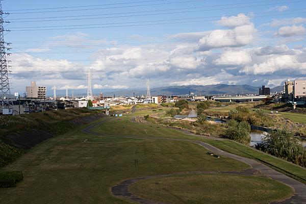 矢田川と雲