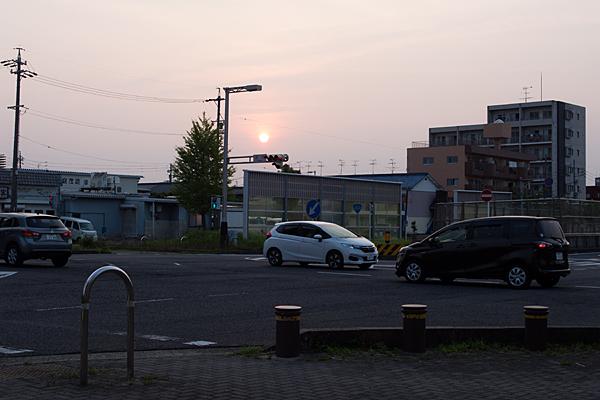 町並みと夕日