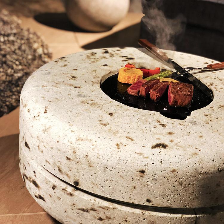 大谷石製の高級鉄板グリルKARO