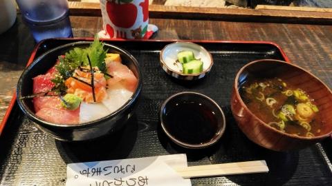 海鮮丼 小@750円、安いよね~