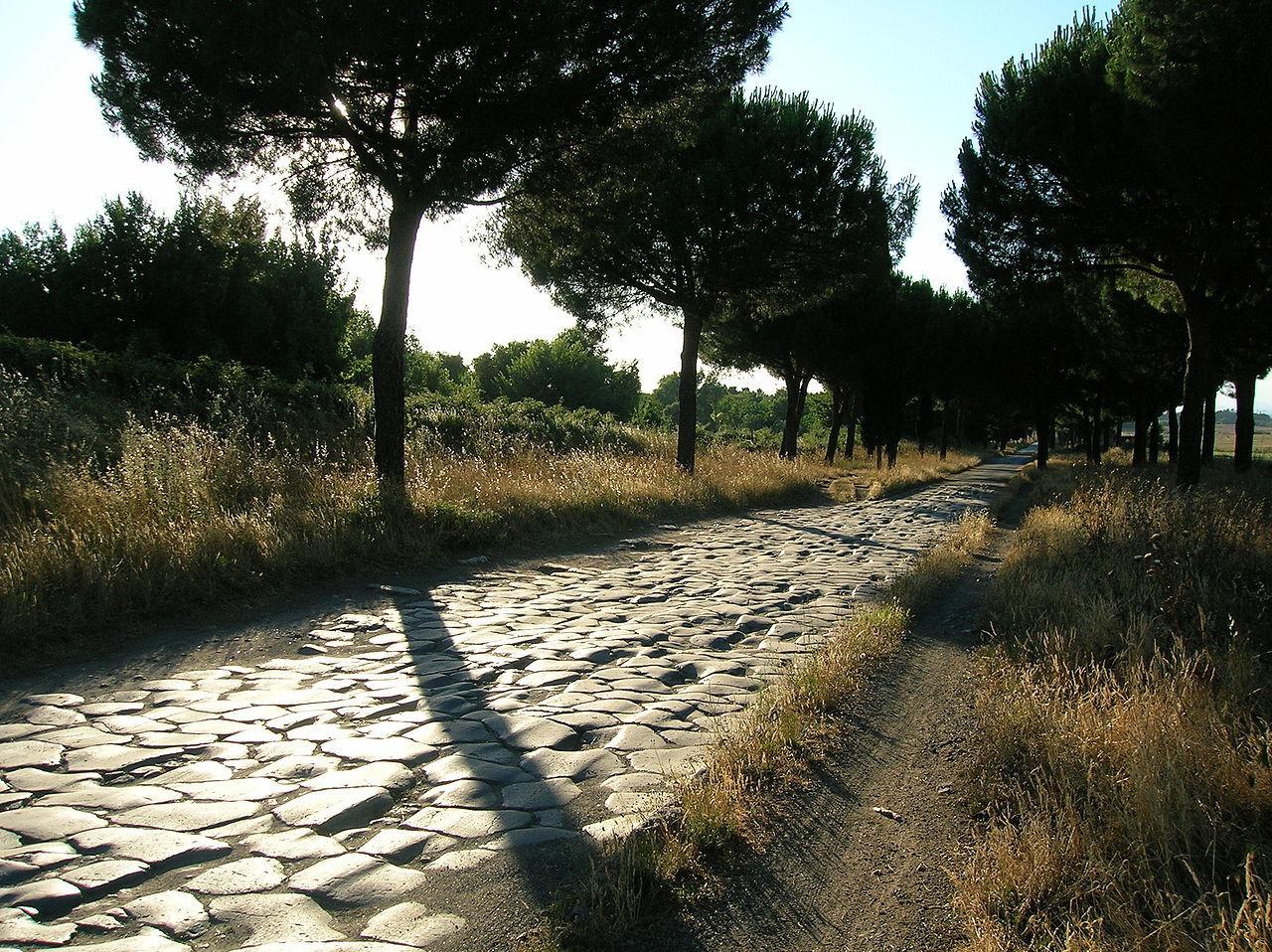 1280px-Appia_antica_2-7-05_062.jpg