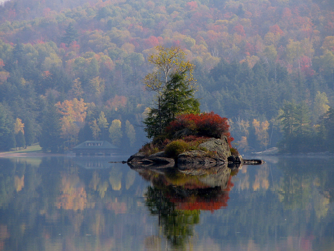1280px-Small_Island_in_Lower_Saranac_Lake.jpg