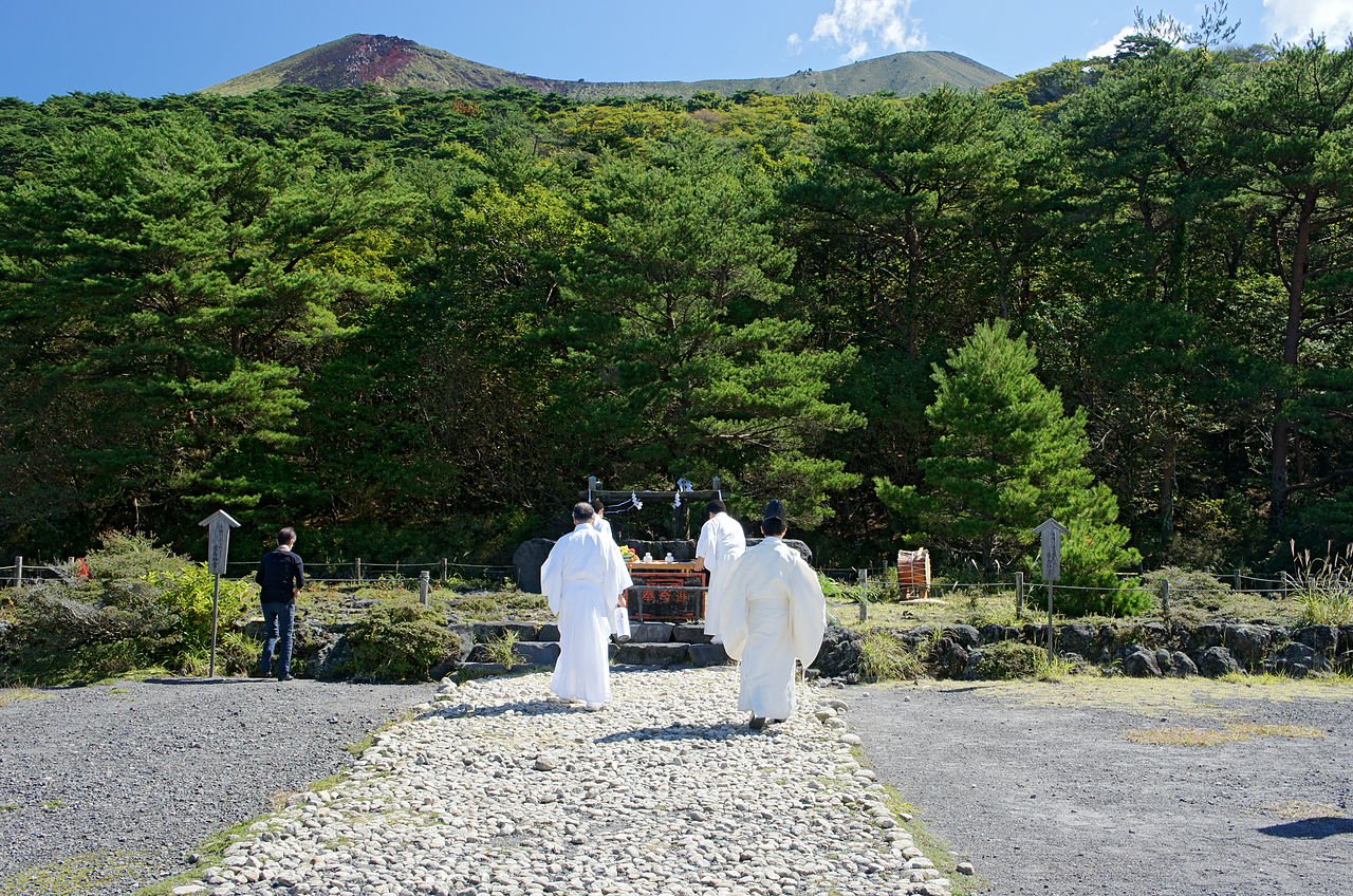 1280px-Takachiho-gawara_Kirishima_City_Kagoshima_Pref05n4440.jpg