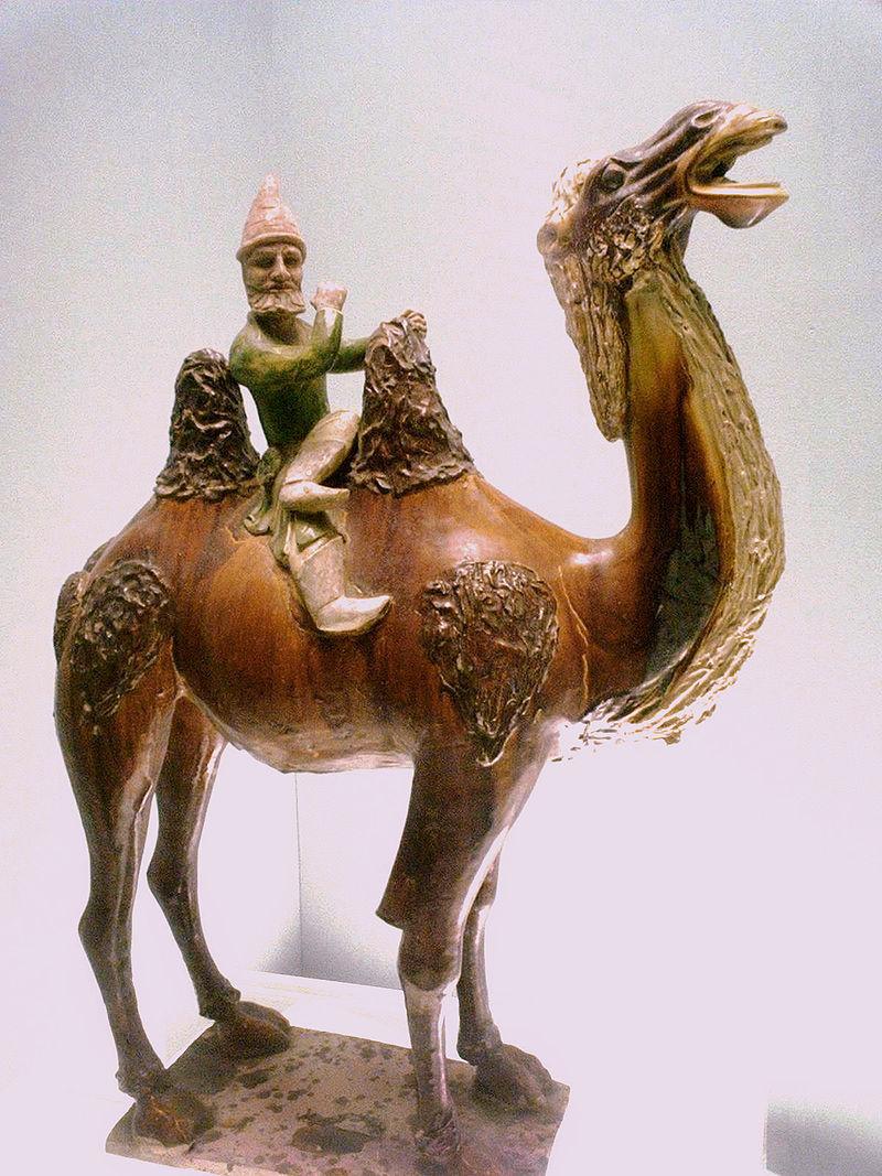 駱駝に乗る西方人の像(中国唐代)