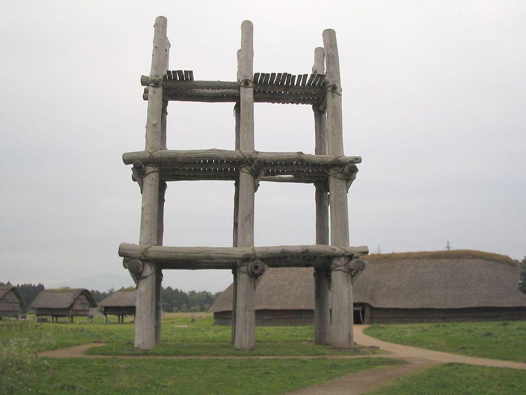 三内丸山遺跡の大型掘立柱建物