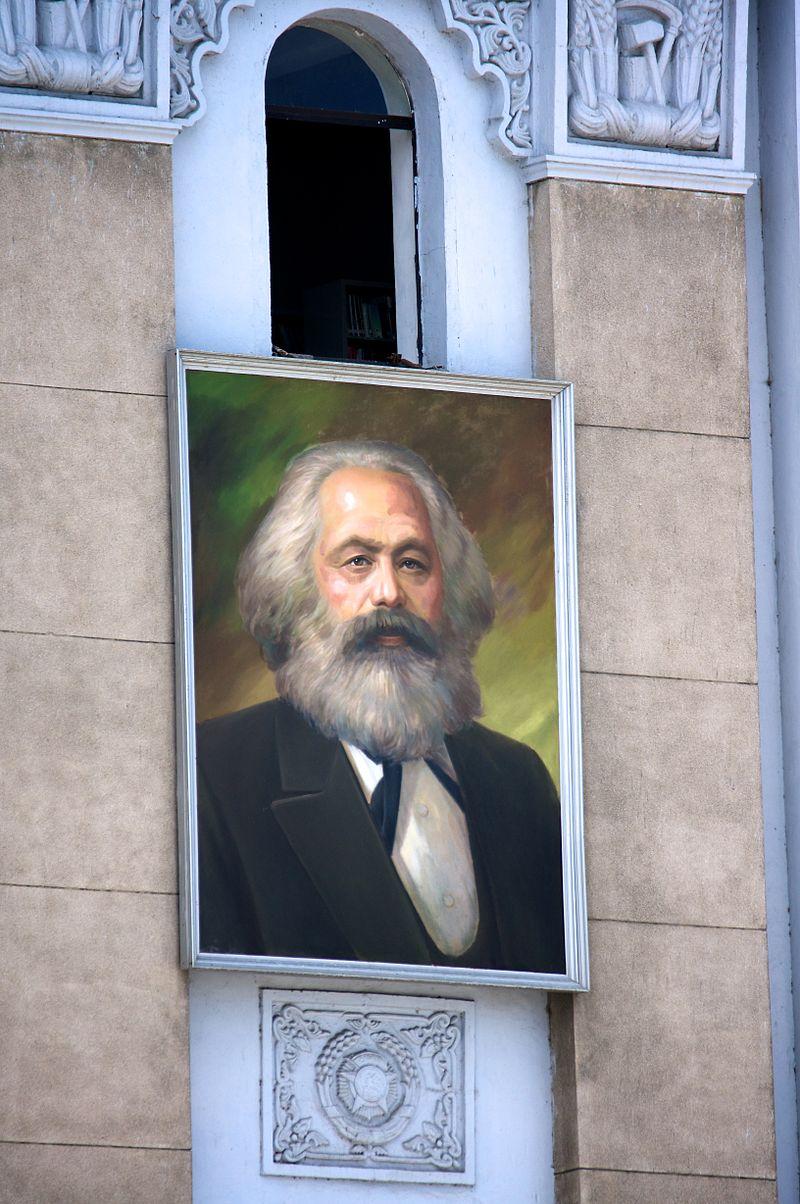マルクスの肖像画(北朝鮮・平壌・外国貿易省)