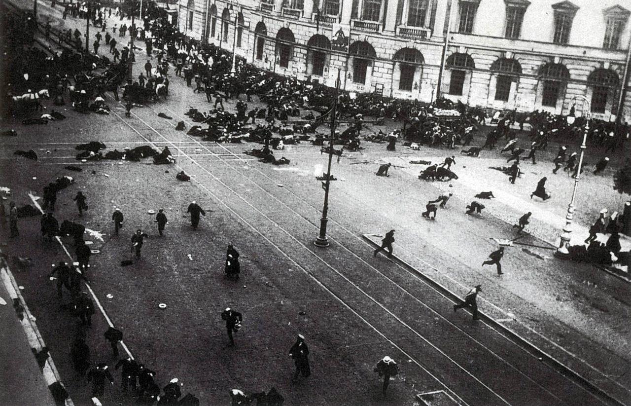 1917年7月17日のペトログラード・ネフスキー大通りでの騒乱の様子