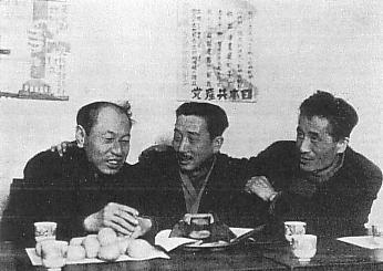 左から、徳田球一・野坂参三・志賀義雄。(1945年-1946年撮影)