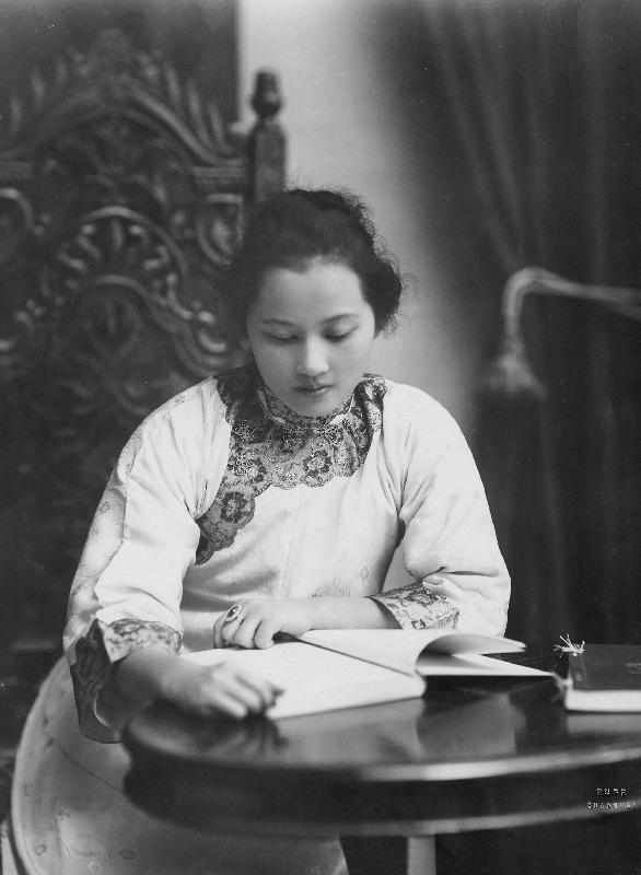 宋慶齢(1920年)