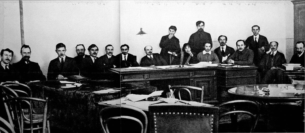 ロシア革命直後のレーニンら主要メンバー一同(1918年)